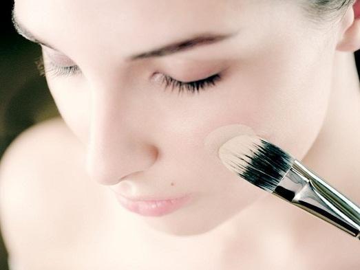 База для макіяжу: як вибрати хороший засіб?
