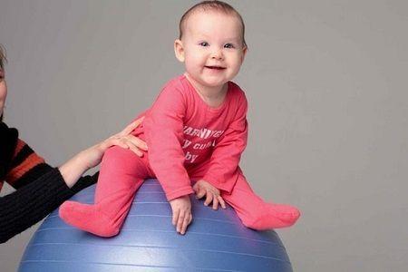 Гімнастика на фітболі для немовлят