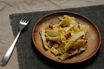 Як приготувати салат з бекону і пекінської капусти - салат з капусти 1001 їжа
