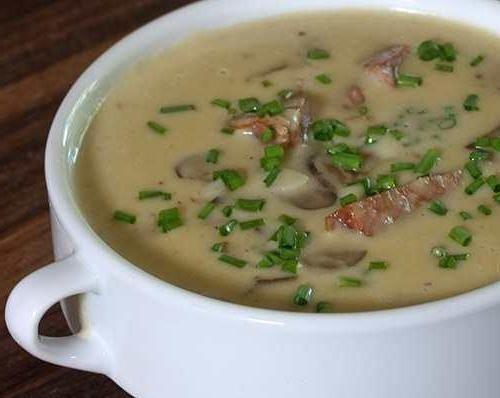 Як приготувати суп з печерицями та плавленим сиром?
