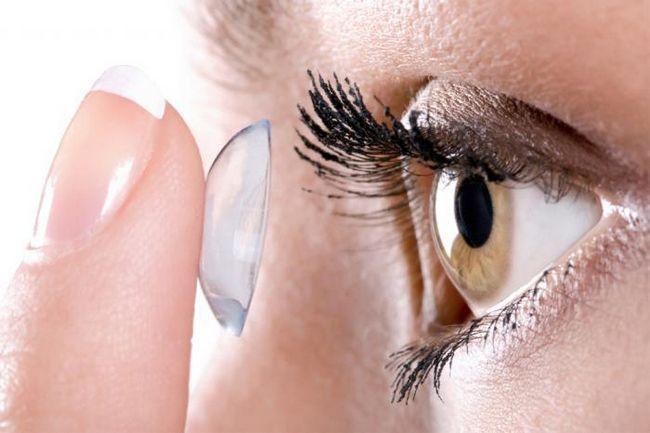 Переваги та недоліки контактної корекції